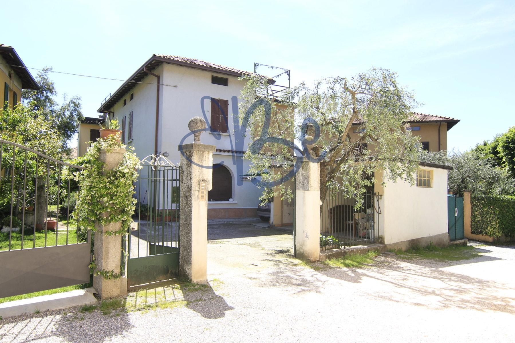Appartamento in vendita a Salò, 4 locali, zona Località: Salò, prezzo € 210.000 | Cambio Casa.it