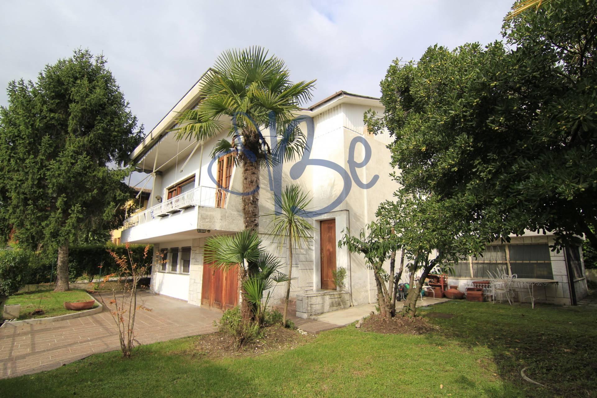 Villa in vendita a Salò, 4 locali, zona Località: Salò, prezzo € 360.000 | Cambio Casa.it