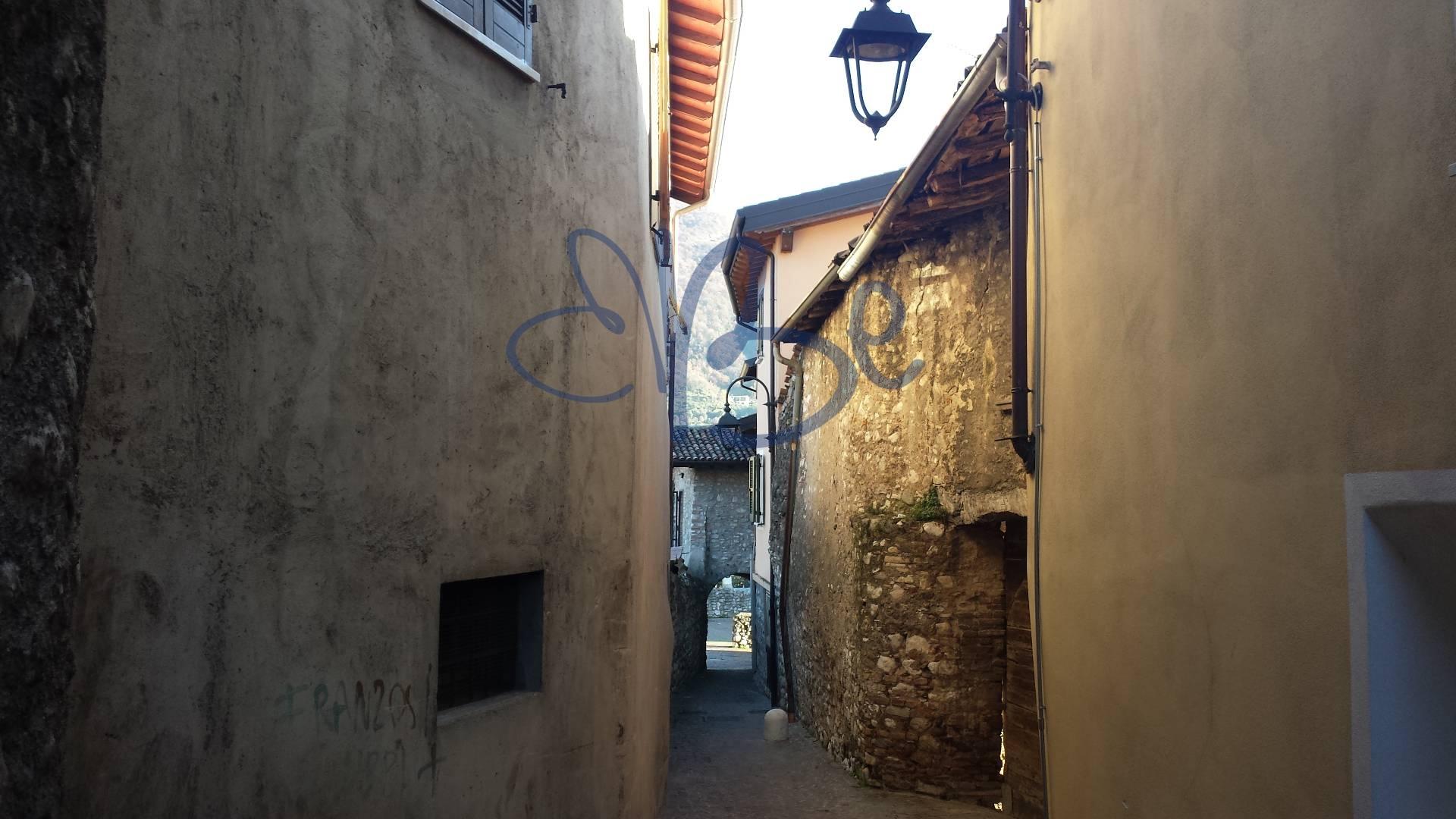 Rustico / Casale in vendita a Salò, 6 locali, zona Zona: Campoverde, prezzo € 260.000 | Cambio Casa.it