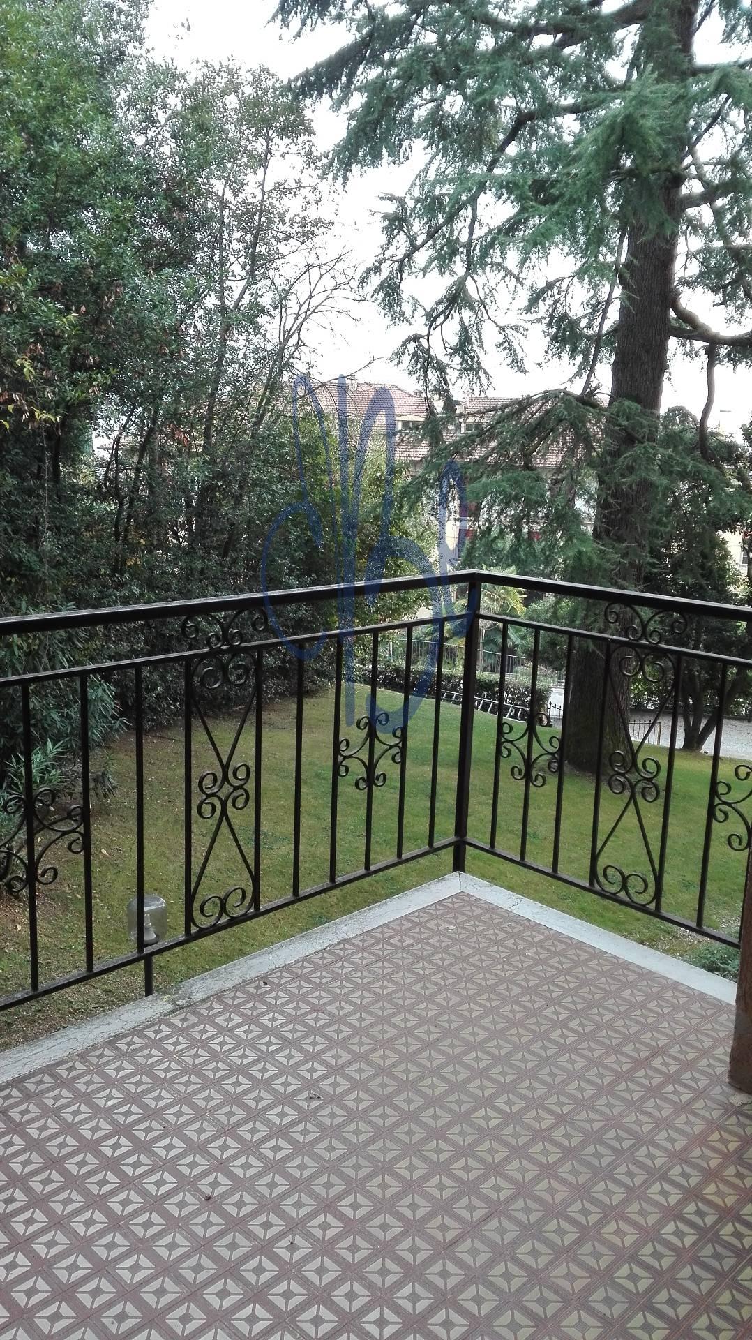 Bilocale Gardone Riviera Via Zanardelli 8