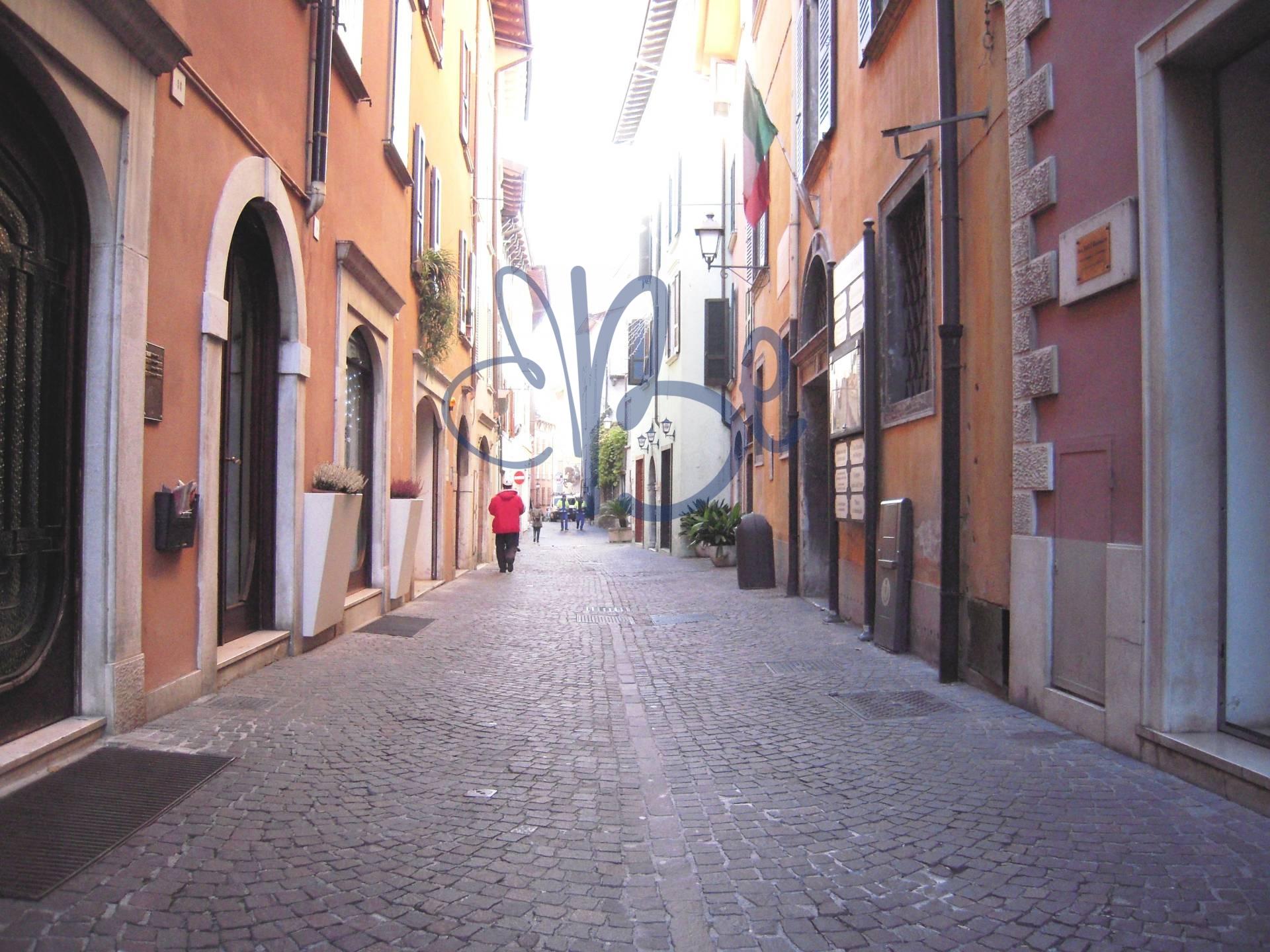 Negozio / Locale in affitto a Salò, 9999 locali, zona Località: Salò-Centro, prezzo € 800 | Cambio Casa.it