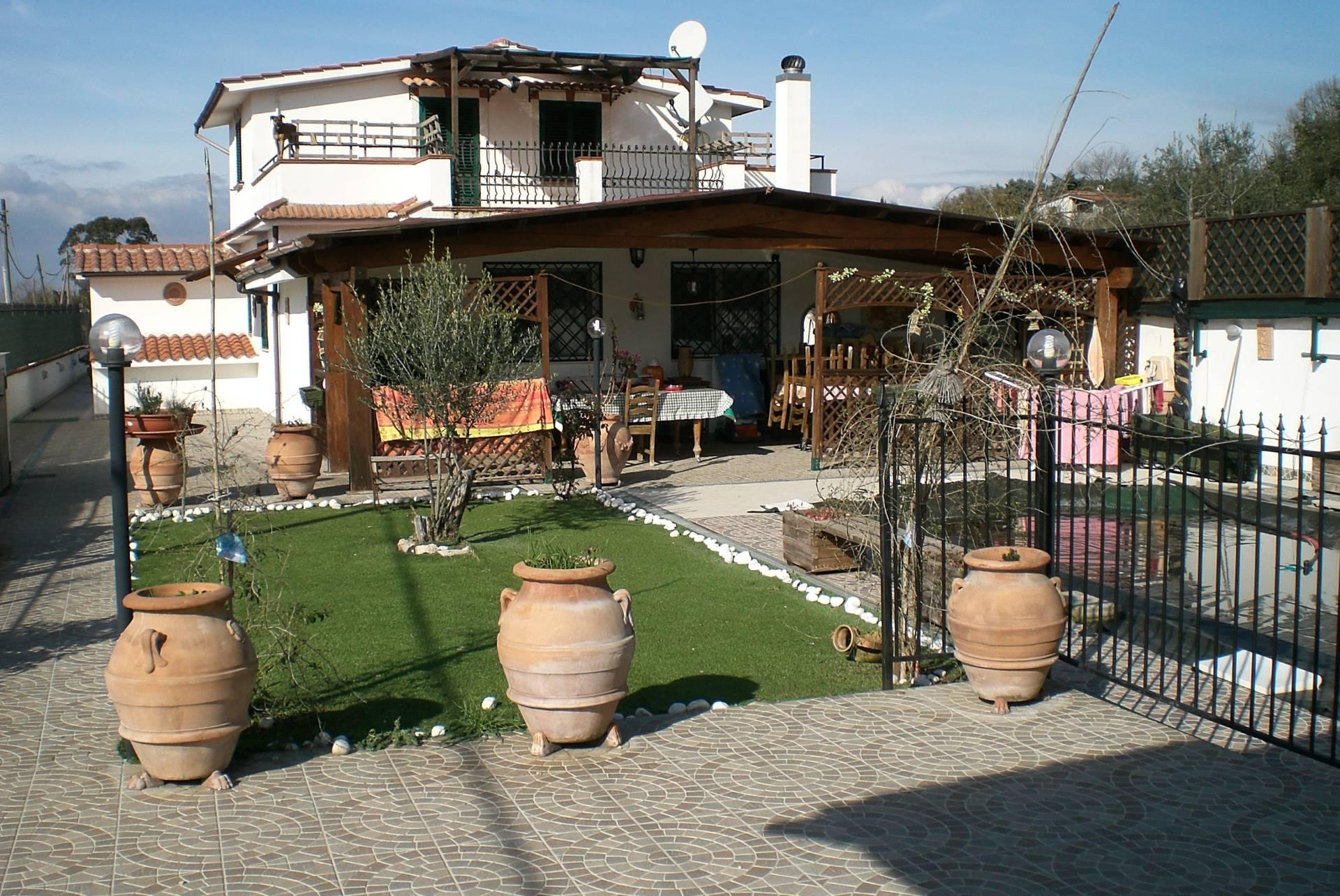 Villa in vendita a Palombara Sabina, 5 locali, prezzo € 215.000 | Cambio Casa.it