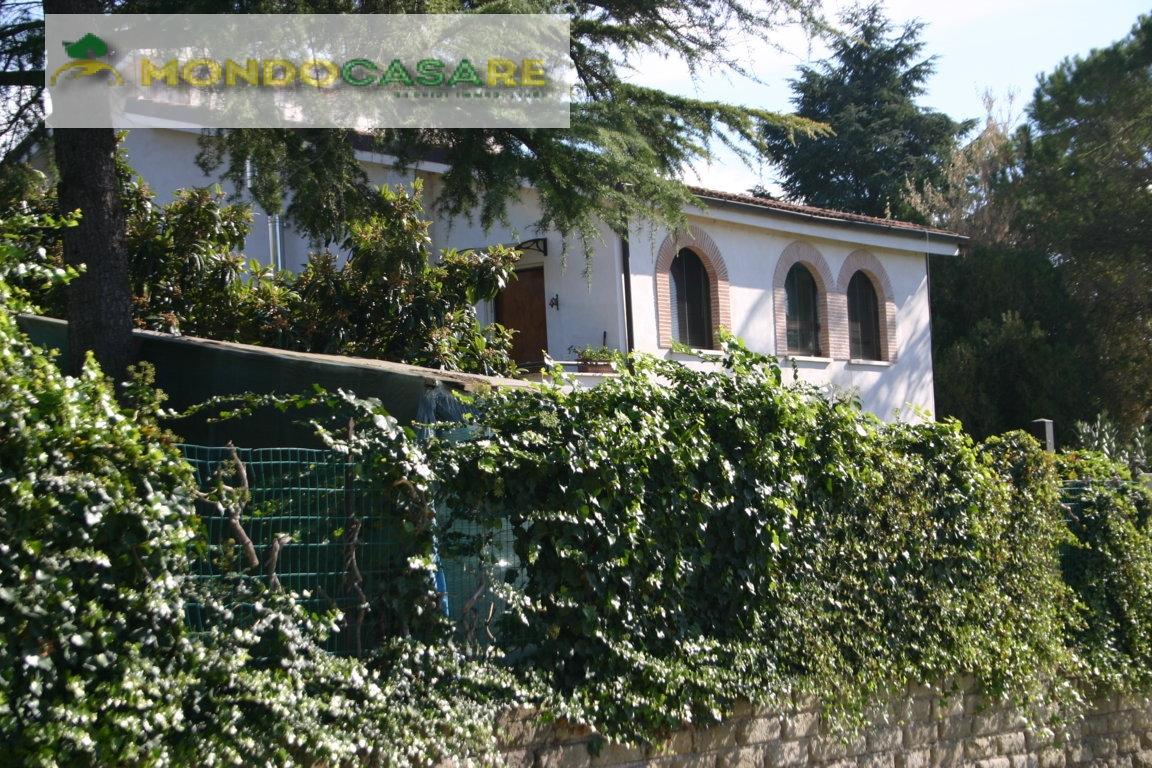 Villa in vendita a Palombara Sabina, 5 locali, prezzo € 209.000 | Cambio Casa.it