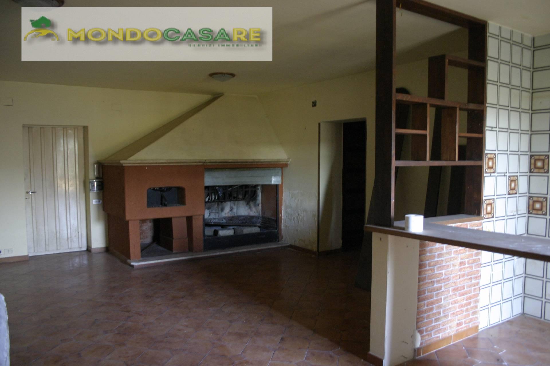 Villa in vendita a Palombara Sabina, 4 locali, prezzo € 70.000   CambioCasa.it