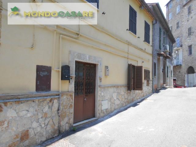 Appartamento in vendita a Palombara Sabina, 2 locali, prezzo € 43.000   CambioCasa.it