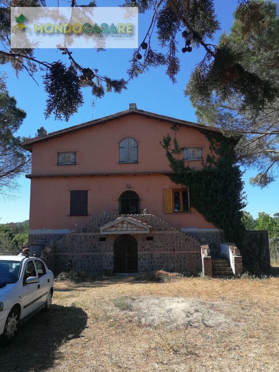 Villa in vendita a Palombara Sabina, 8 locali, prezzo € 210.000   CambioCasa.it