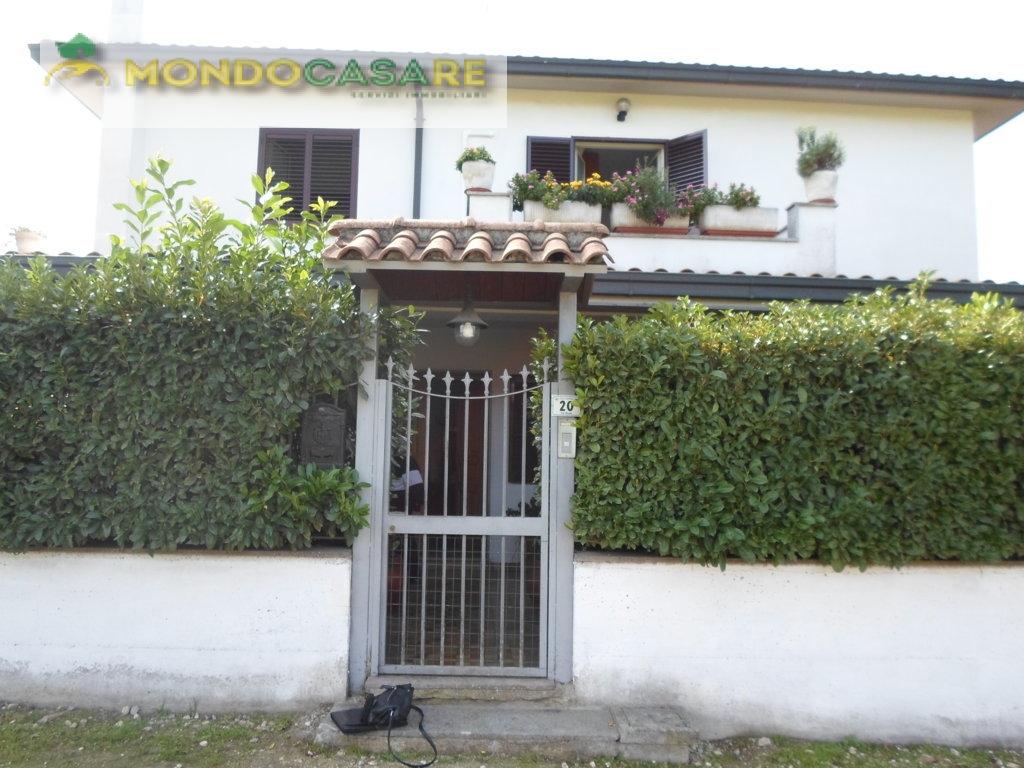 Villa in vendita a Palombara Sabina, 5 locali, prezzo € 290.000   CambioCasa.it