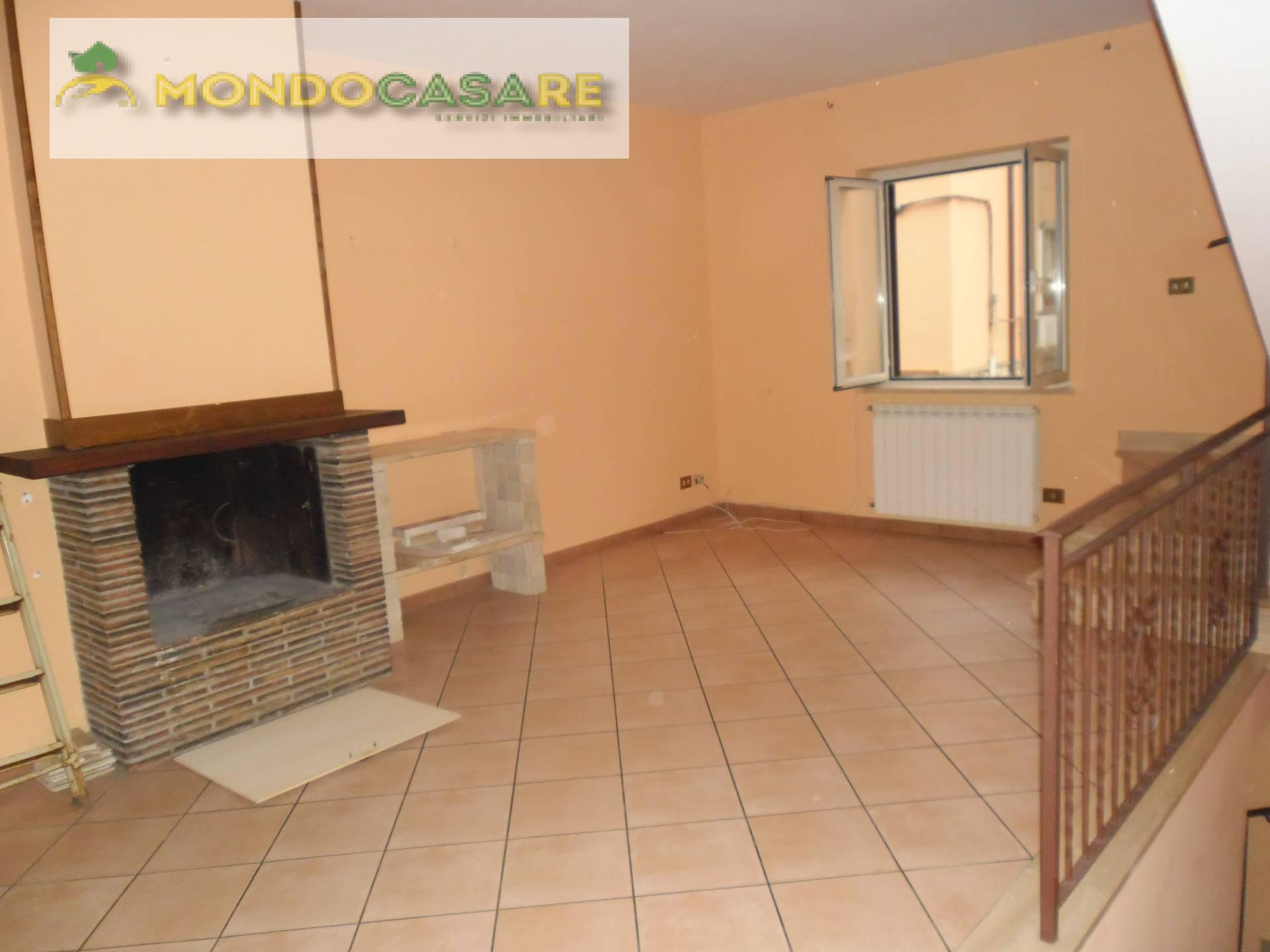 Appartamento in affitto a Palombara Sabina, 3 locali, zona Zona: Stazzano, prezzo € 500 | CambioCasa.it