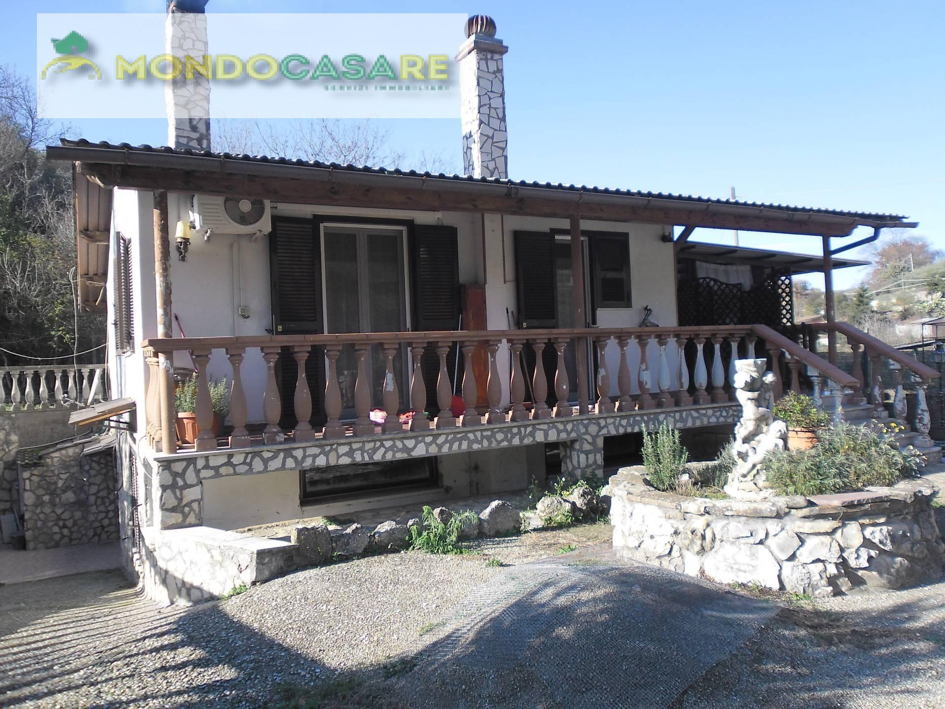 Villa in vendita a Palombara Sabina, 5 locali, prezzo € 149.000 | CambioCasa.it