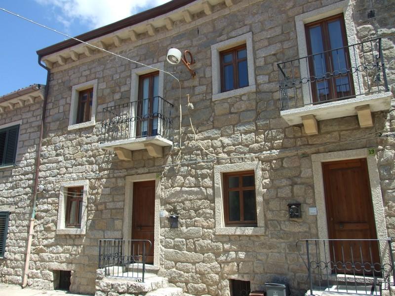 Soluzione Indipendente in vendita a Tempio Pausania, 8 locali, zona Località: Centrostorico, prezzo € 190.000 | CambioCasa.it