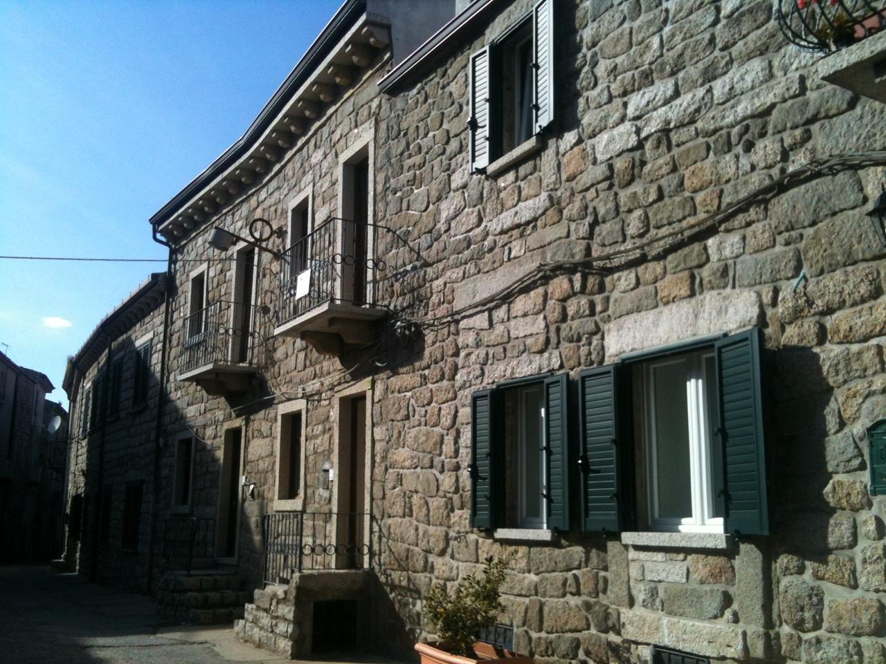 Soluzione Indipendente in vendita a Tempio Pausania, 3 locali, zona Località: Centrostorico, prezzo € 120.000 | CambioCasa.it