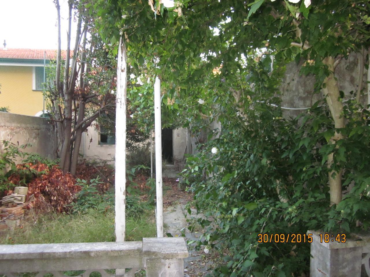 Soluzione Indipendente in vendita a Viareggio, 6 locali, prezzo € 320.000 | Cambio Casa.it