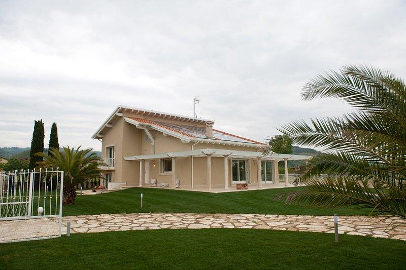Soluzione Indipendente in vendita a Massarosa, 8 locali, prezzo € 750.000 | Cambio Casa.it