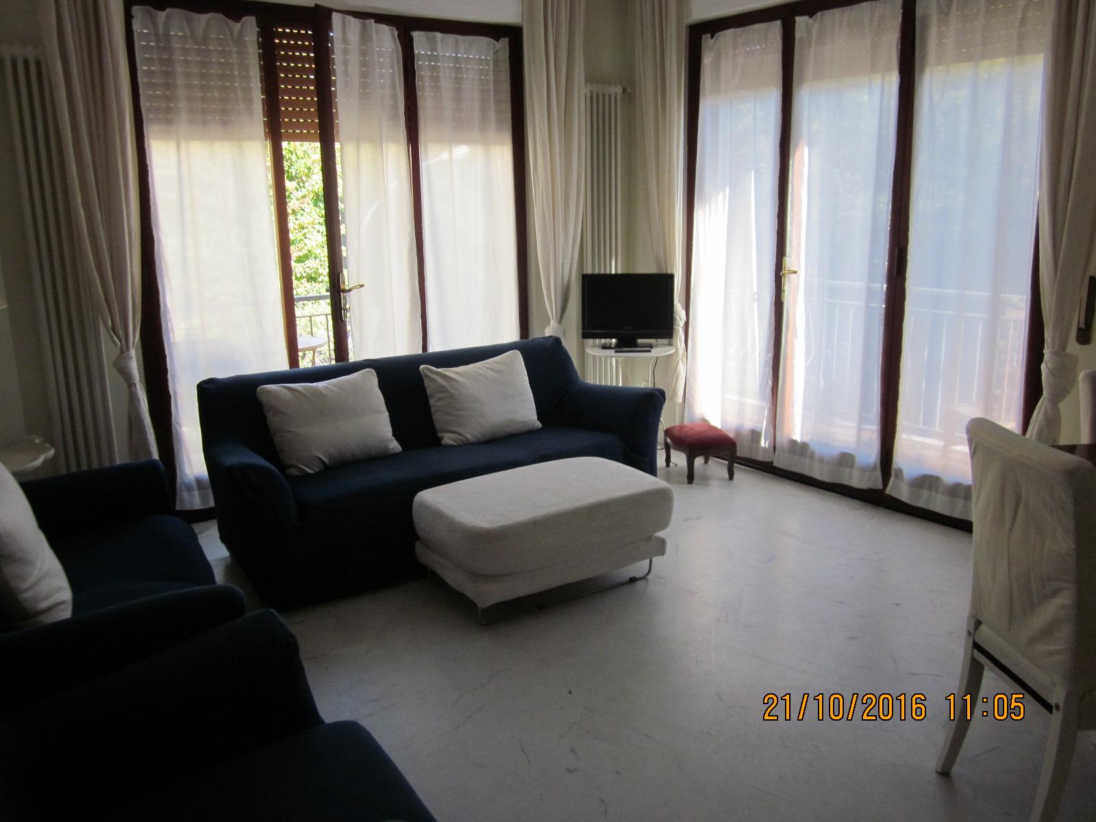 Appartamento in affitto a Viareggio, 6 locali, zona Località: Centro, prezzo € 800 | Cambio Casa.it