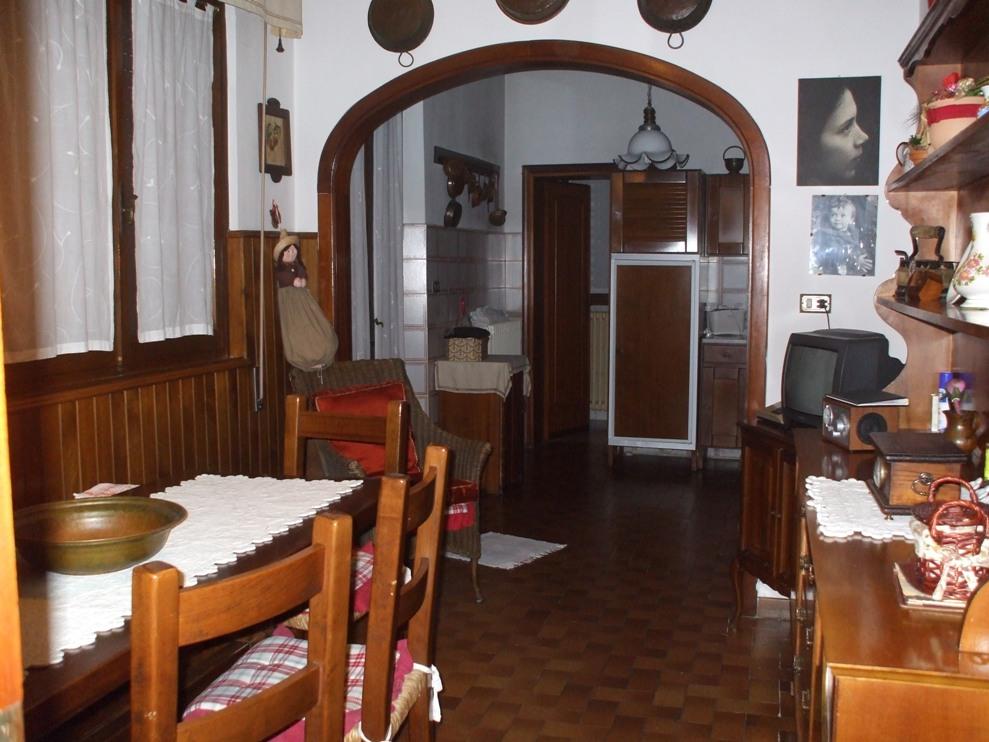 Soluzione Indipendente in affitto a Viareggio, 9 locali, zona Località: Centro, prezzo € 1.400 | Cambio Casa.it