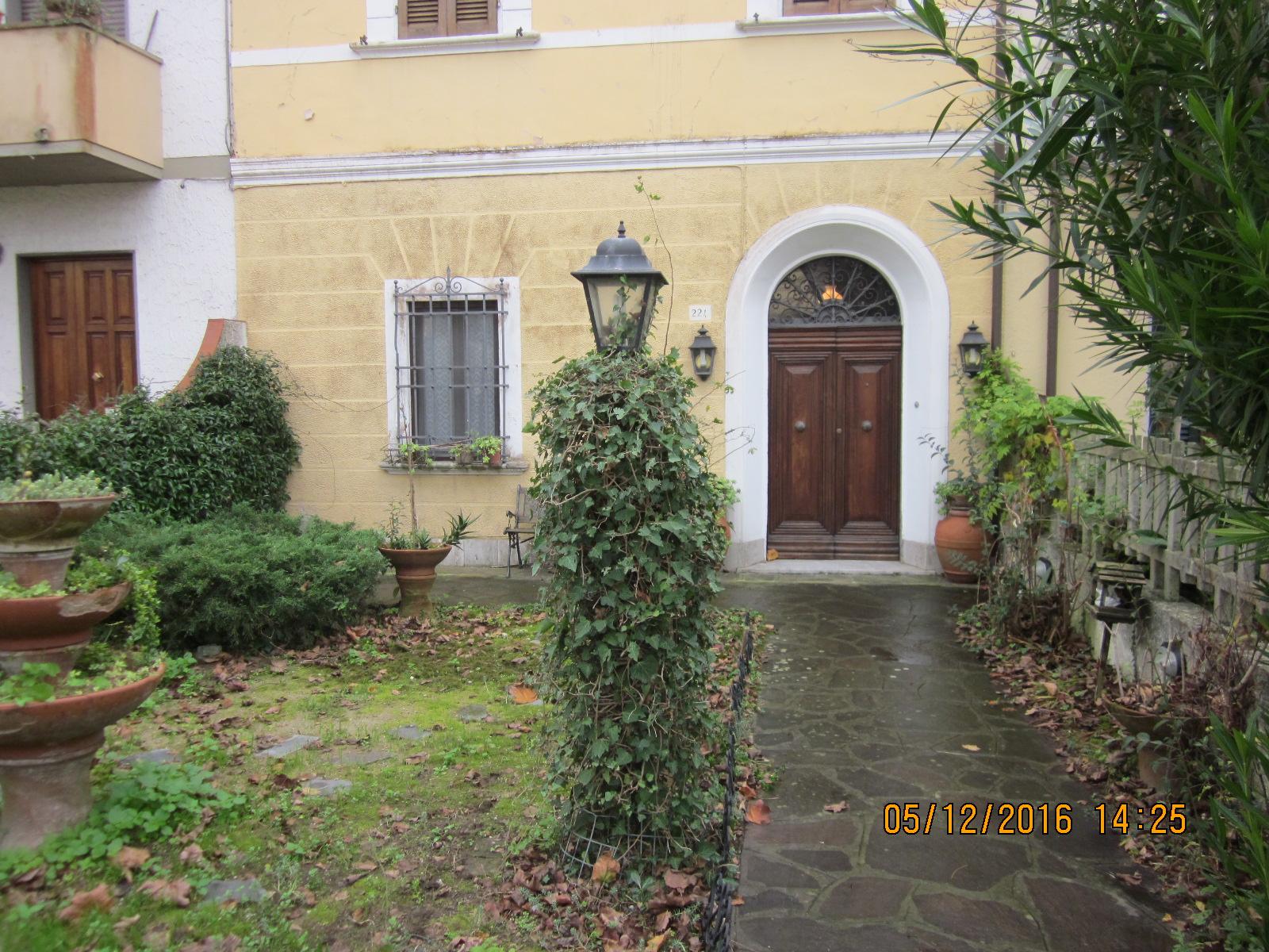 Soluzione Indipendente in vendita a Viareggio, 7 locali, prezzo € 290.000 | Cambio Casa.it