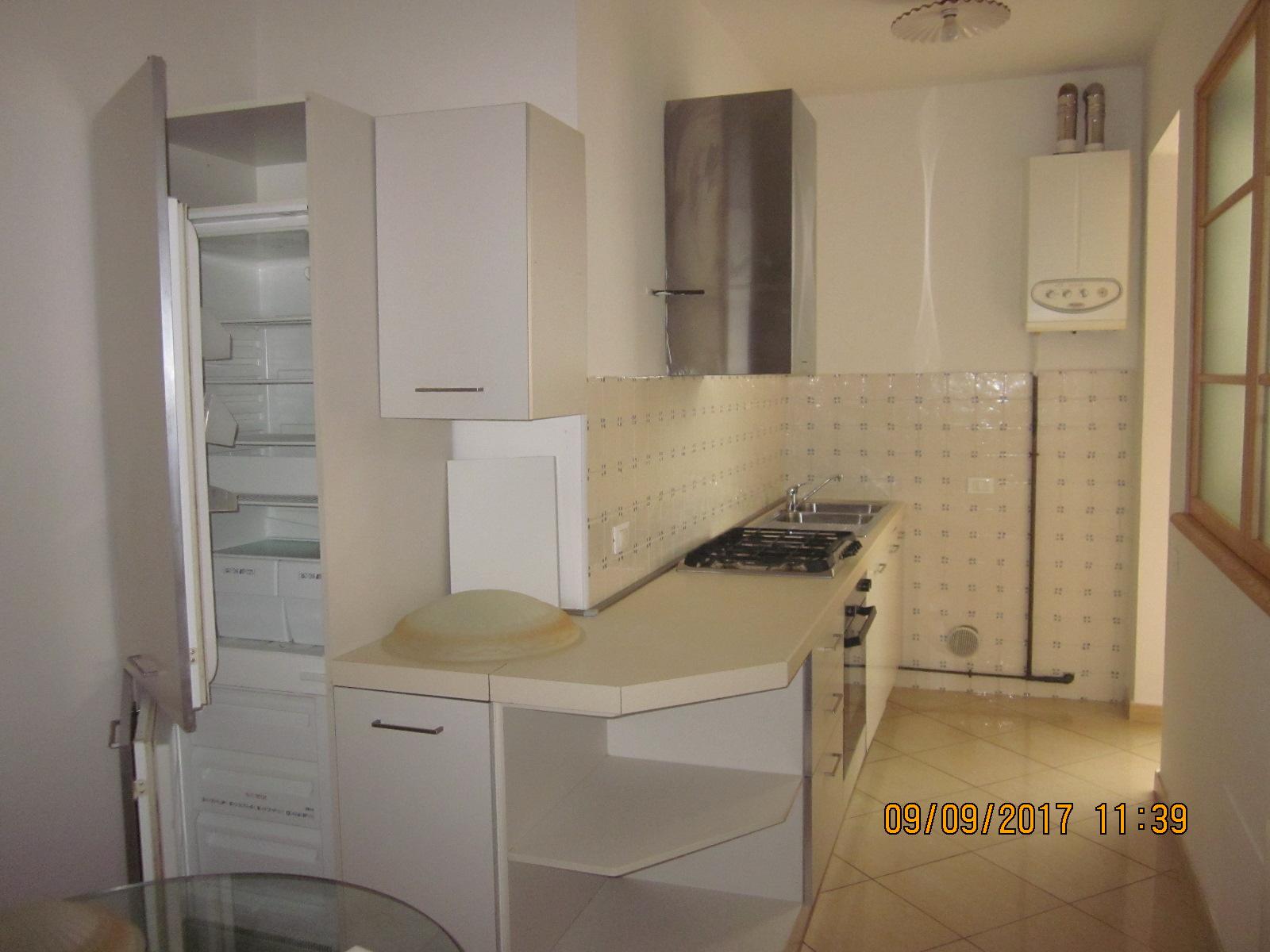 Appartamento in affitto a Viareggio, 4 locali, zona Località: Darsena/CampoDaviazione, prezzo € 800 | CambioCasa.it