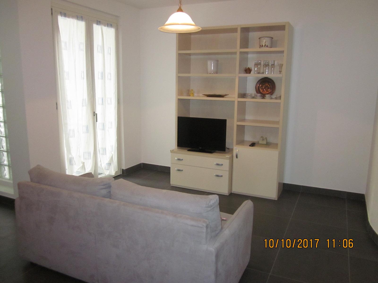 Soluzione Indipendente in affitto a Viareggio, 2 locali, zona Località: Centro, prezzo € 800 | CambioCasa.it