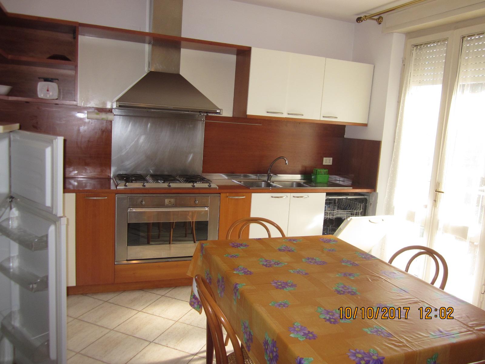 Appartamento in affitto a Viareggio, 5 locali, prezzo € 800 | CambioCasa.it