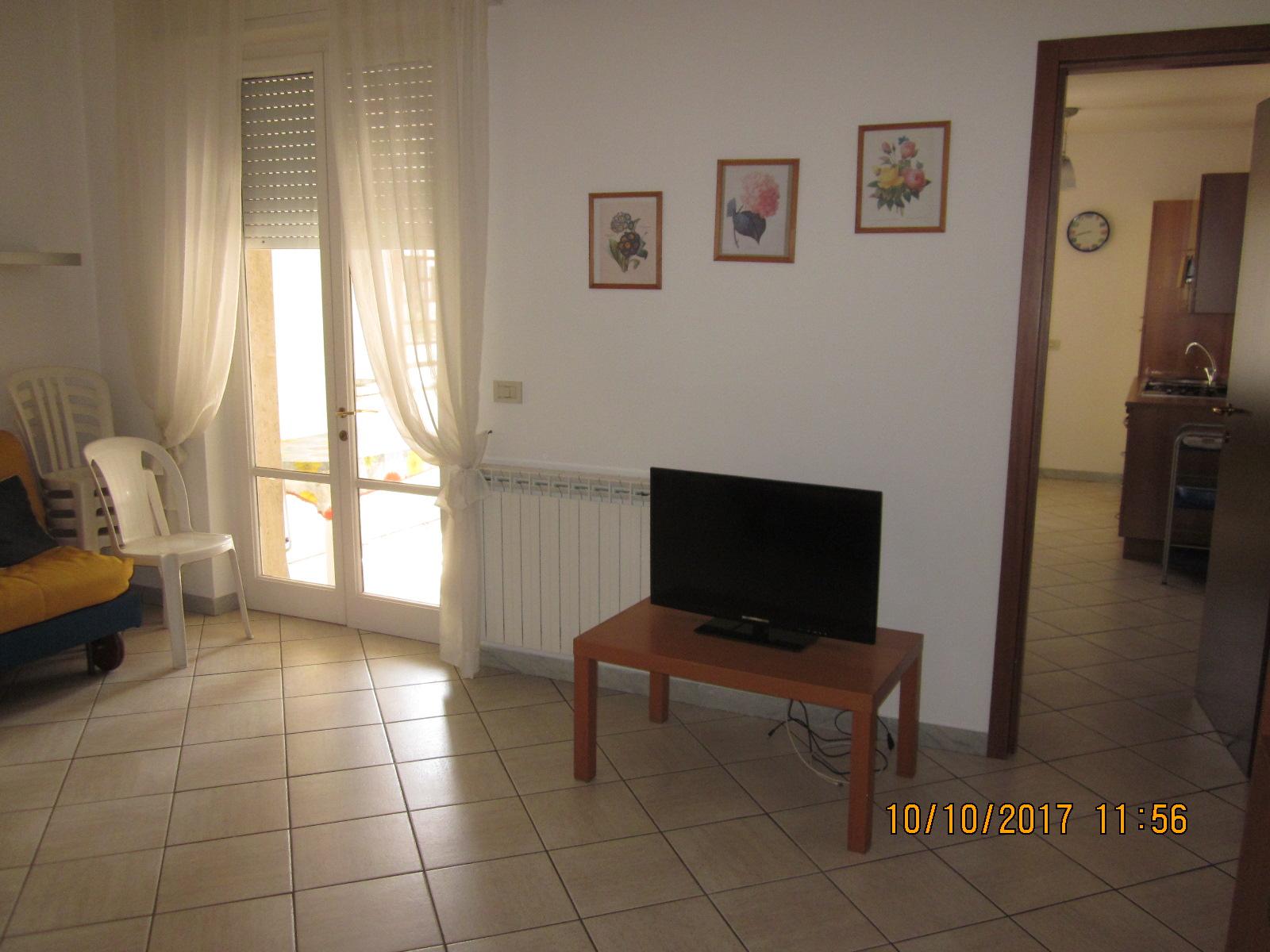 Appartamento in affitto a Viareggio, 2 locali, prezzo € 500 | CambioCasa.it