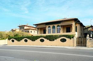 Deposito in Vendita<br>a Viareggio