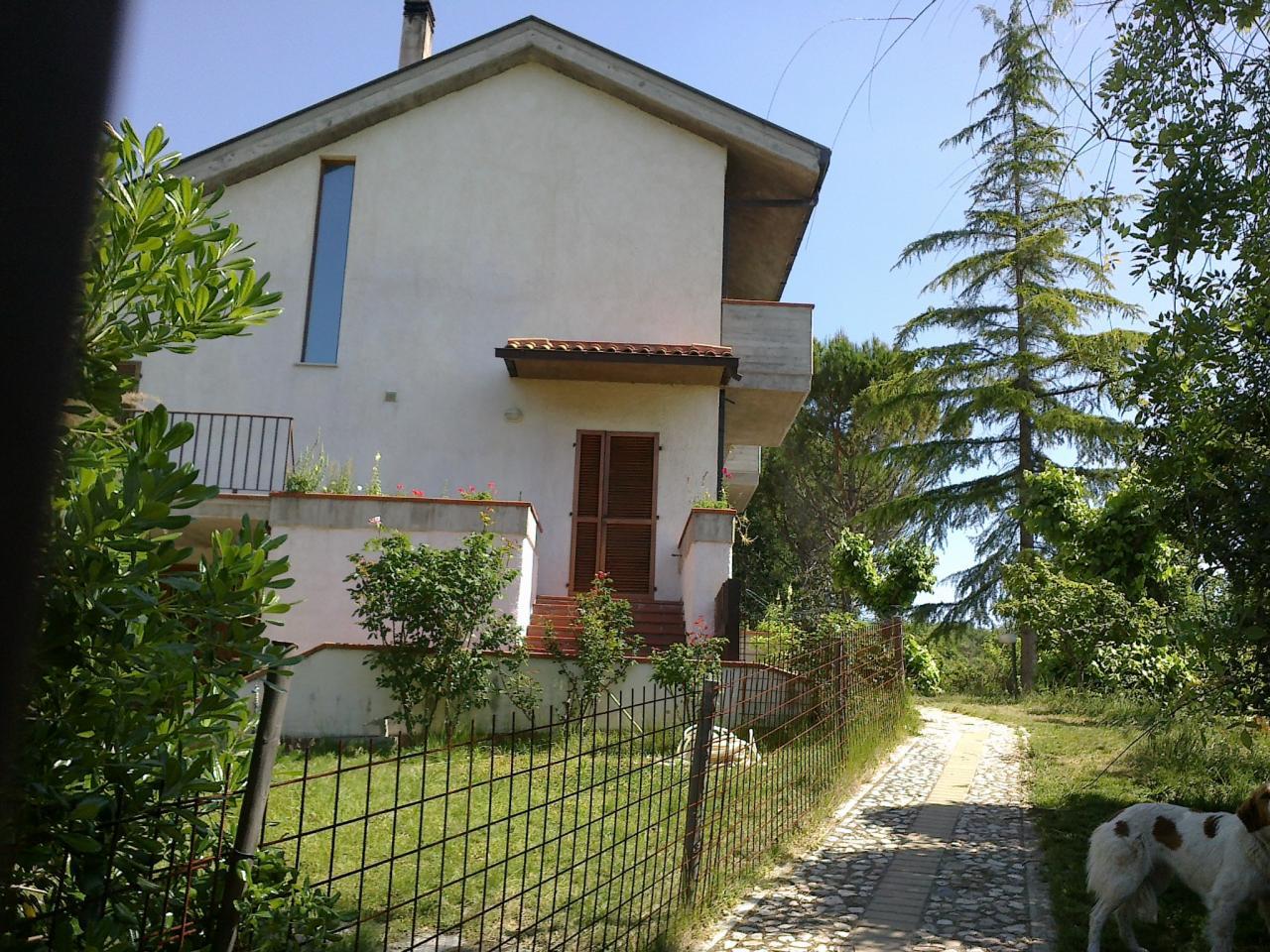 Villa in vendita a Teramo, 6 locali, prezzo € 450.000 | Cambio Casa.it