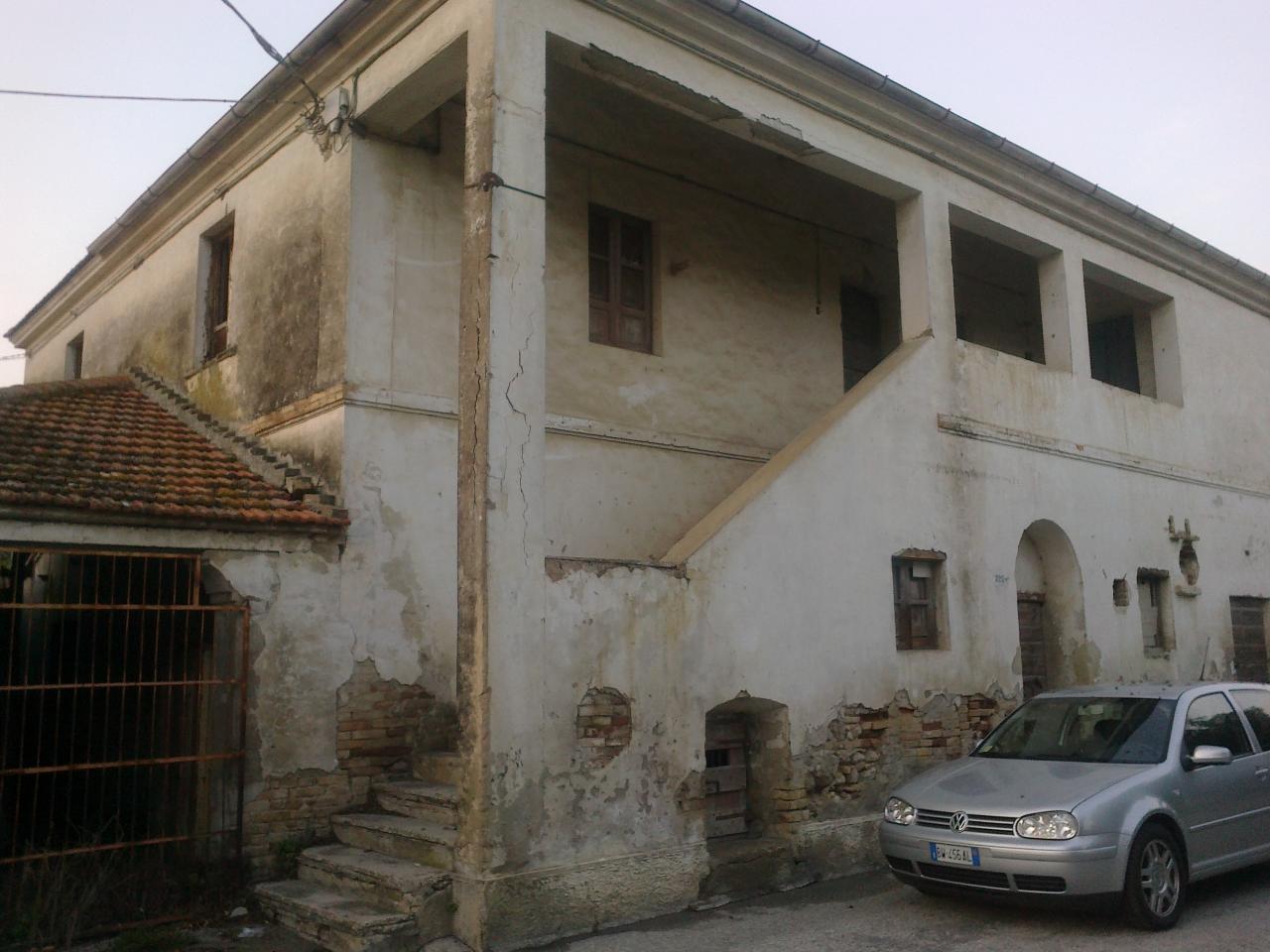 Rustico / Casale in vendita a Giulianova, 8 locali, prezzo € 70.000 | Cambio Casa.it
