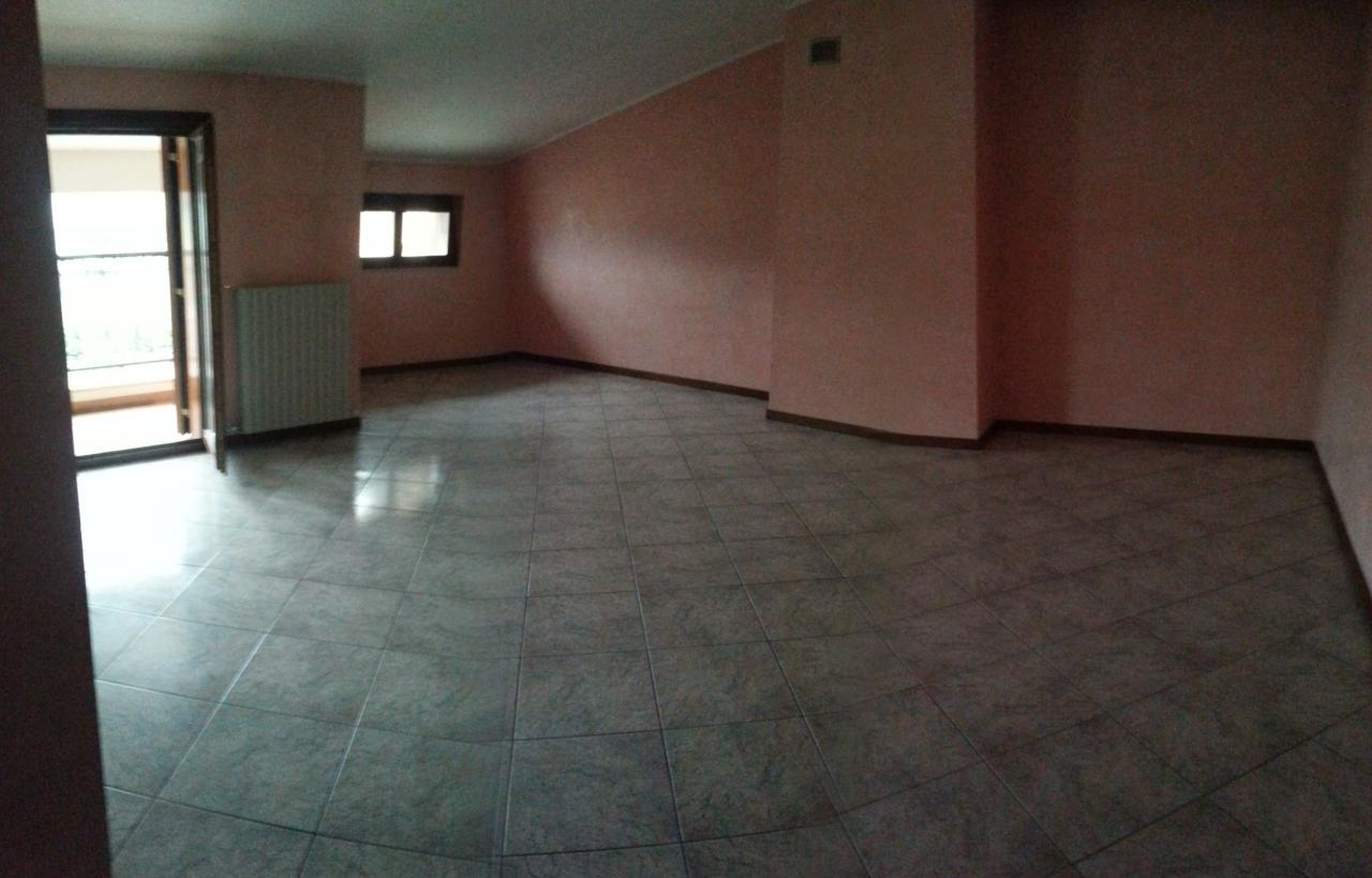 Appartamento in vendita a Colledara, 4 locali, prezzo € 78.000 | CambioCasa.it