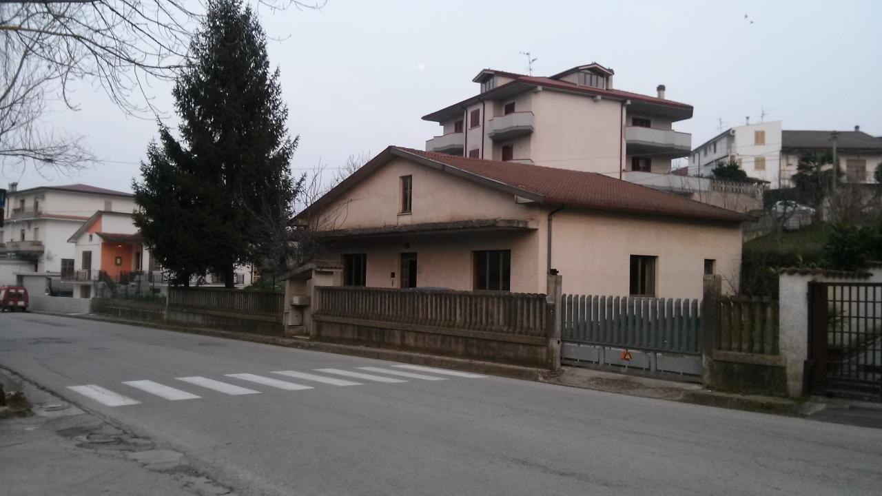 Soluzione Indipendente in vendita a Campli, 4 locali, prezzo € 99.000 | Cambio Casa.it