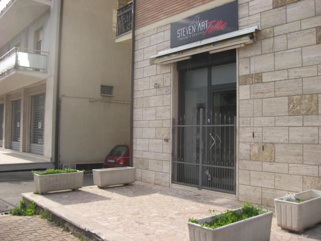 Negozio / Locale in vendita a Teramo, 9999 locali, zona Località: SanNicolòaTordino, prezzo € 72.000   Cambio Casa.it