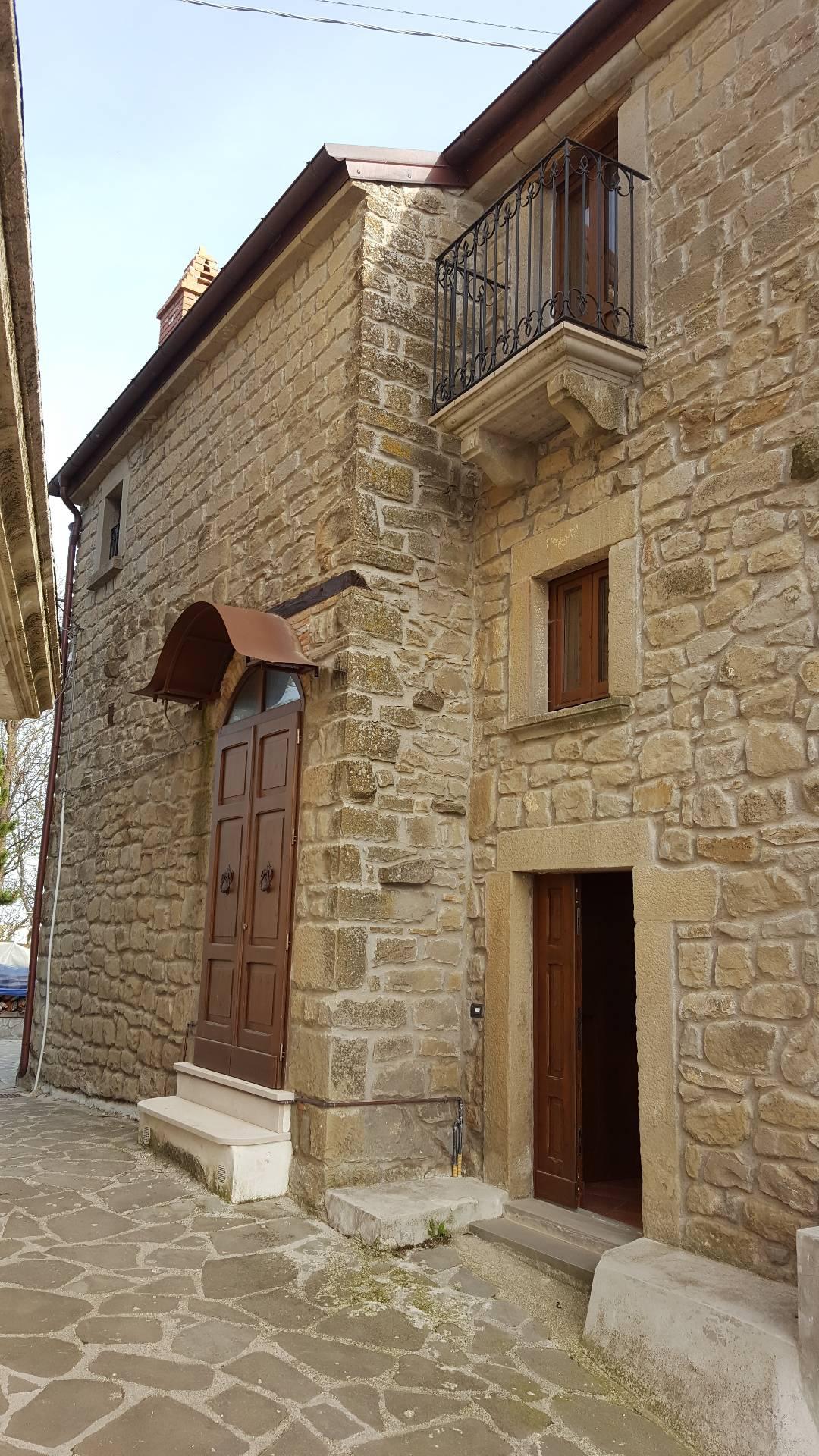 Soluzione Indipendente in vendita a Montorio al Vomano, 4 locali, Trattative riservate | Cambio Casa.it