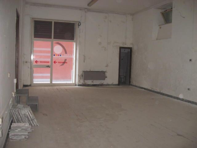 Magazzino in affitto a Teramo, 9999 locali, zona Zona: Centro , prezzo € 500 | Cambio Casa.it