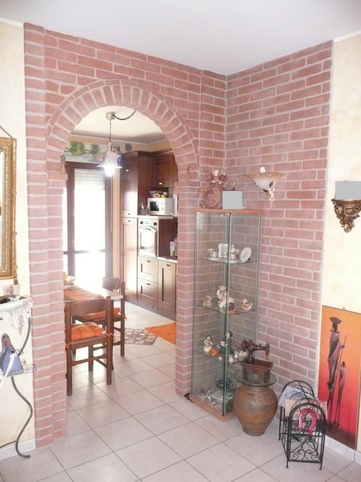 Appartamento in vendita a Mosciano Sant'Angelo, 4 locali, prezzo € 115.000 | Cambio Casa.it