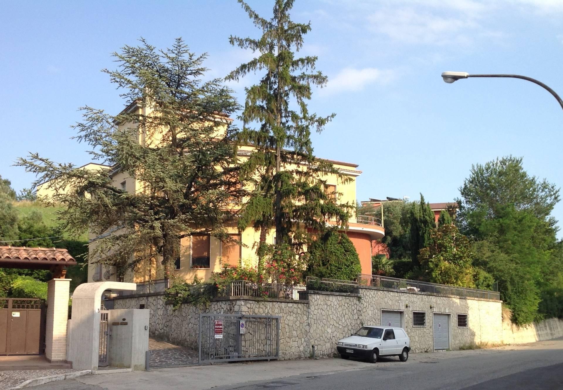 Villa in Vendita a Bellante