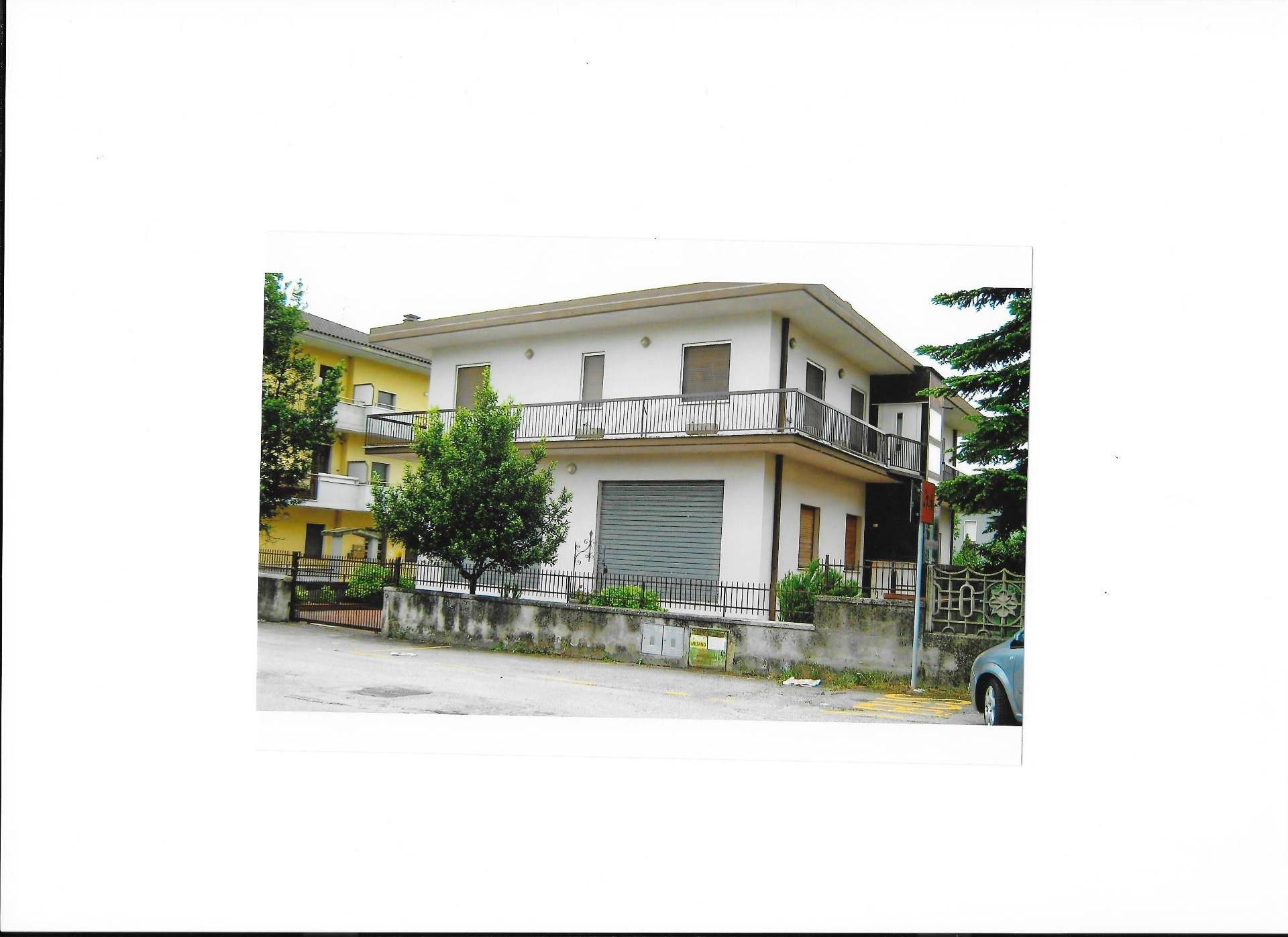 Soluzione Indipendente in vendita a Teramo, 5 locali, zona Località: PianoDAccio, prezzo € 280.000 | Cambio Casa.it
