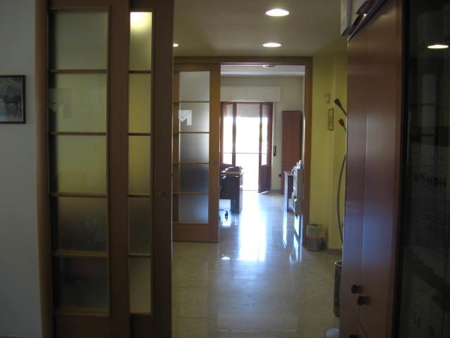 Ufficio / Studio in vendita a Teramo, 9999 locali, zona Località: Primaperiferia, prezzo € 160.000 | CambioCasa.it