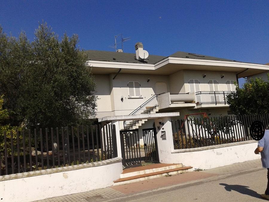 Villa in vendita a Giulianova, 10 locali, prezzo € 250.000 | Cambio Casa.it