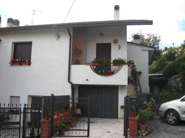 Soluzione Indipendente in vendita a Teramo, 5 locali, zona Località: VillaGesso, prezzo € 95.000 | Cambio Casa.it