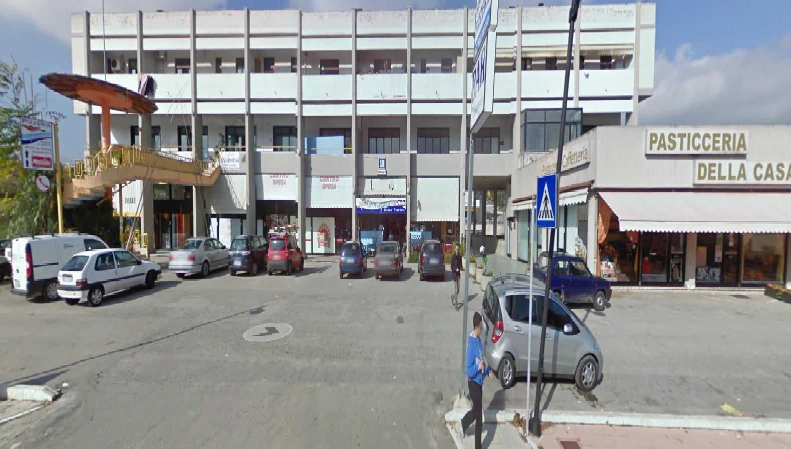 Negozio / Locale in affitto a Teramo, 9999 locali, zona Località: SanNicolòaTordino, prezzo € 700 | Cambio Casa.it