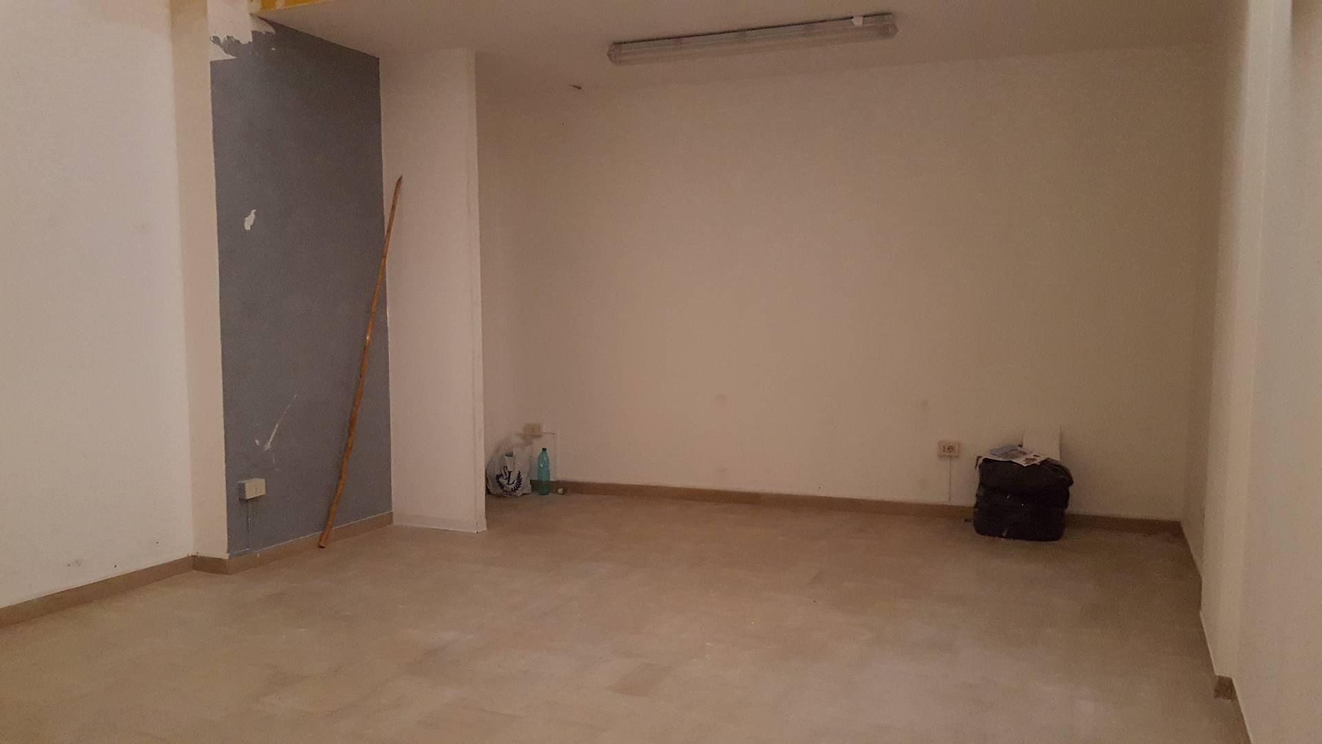 Negozio / Locale in affitto a Teramo, 9999 locali, zona Zona: Centro , prezzo € 350 | Cambio Casa.it