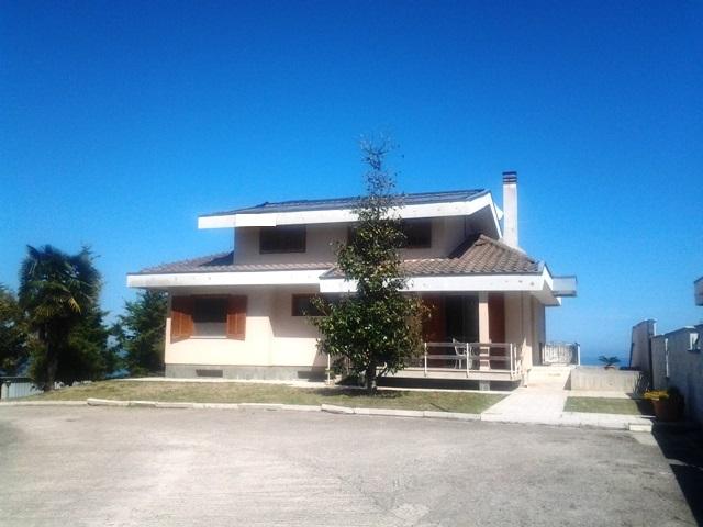 Villa in Vendita a Roseto degli Abruzzi