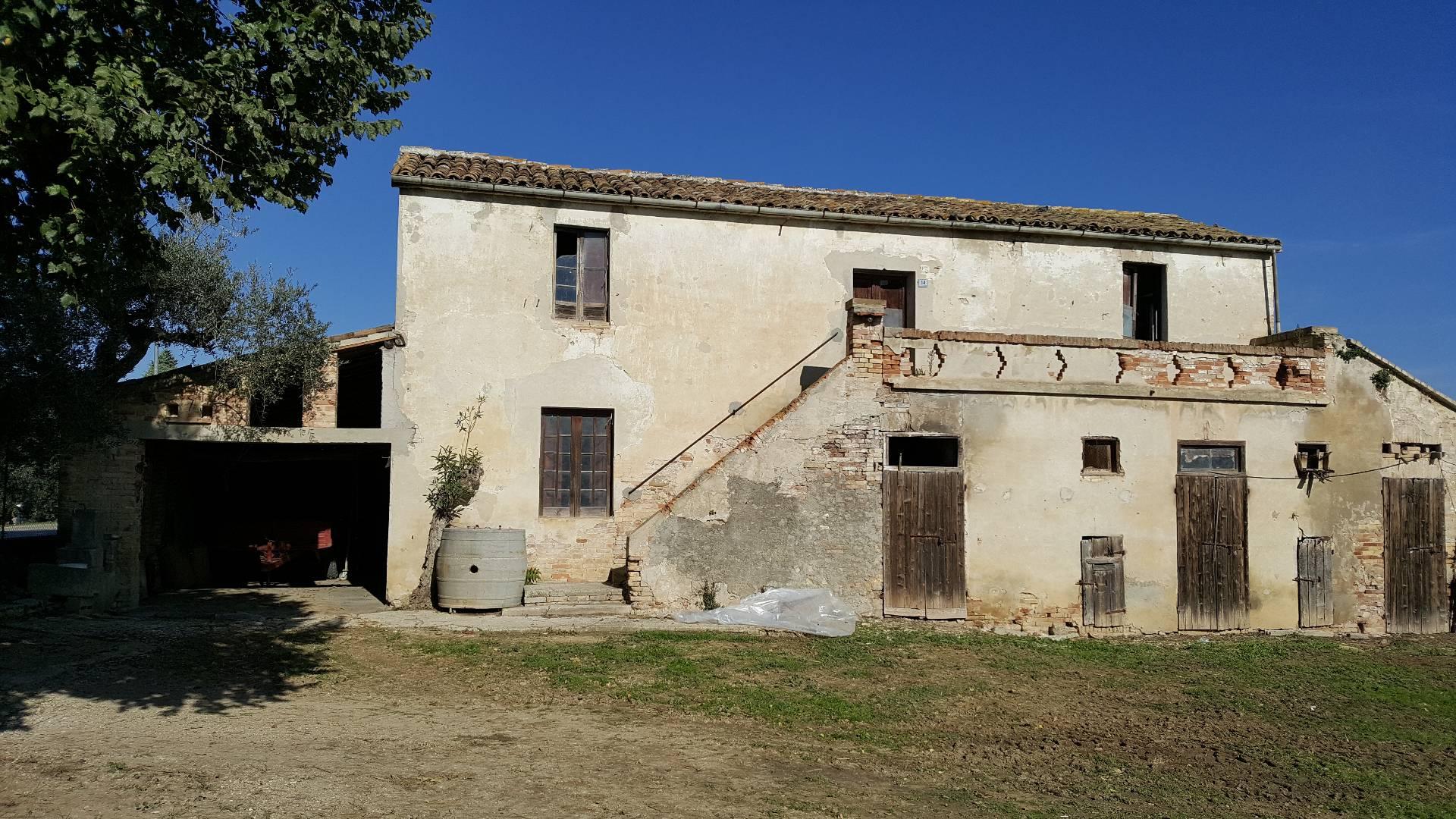 Rustico / Casale in vendita a Mosciano Sant'Angelo, 6 locali, prezzo € 150.000 | Cambio Casa.it