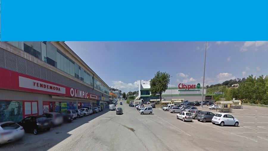 Negozio / Locale in affitto a Teramo, 9999 locali, zona Località: PianoDAccio, prezzo € 800 | Cambio Casa.it