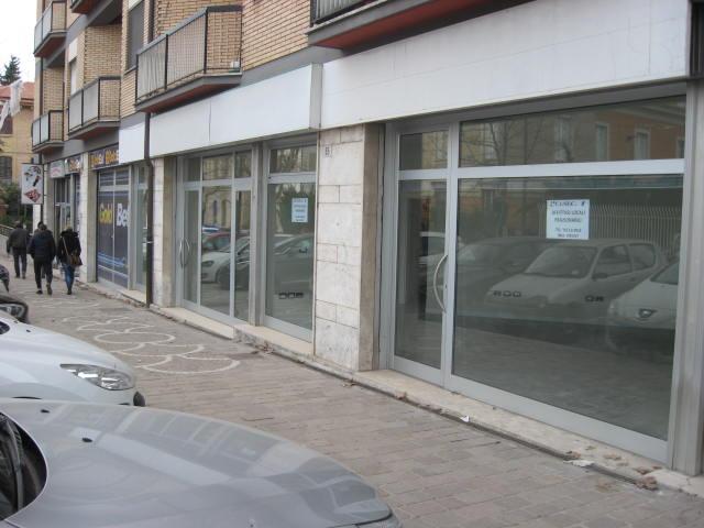 Negozio / Locale in affitto a Teramo, 9999 locali, zona Zona: Centro , prezzo € 1.800 | Cambio Casa.it