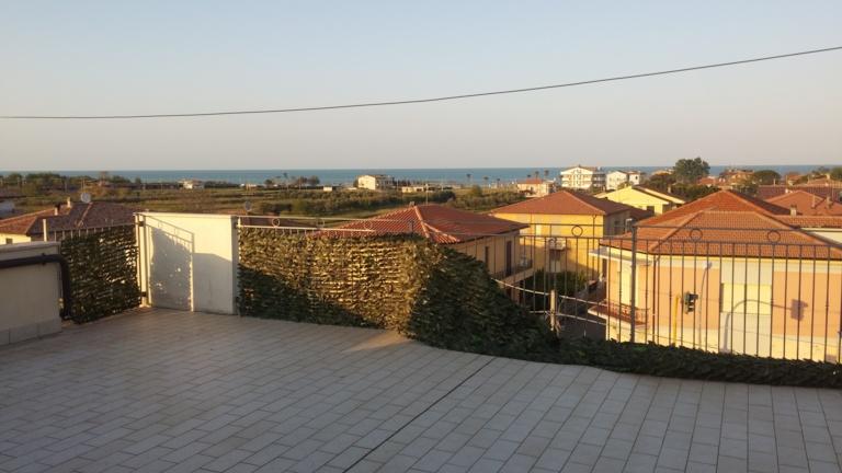 Attico / Mansarda in vendita a Roseto degli Abruzzi, 2 locali, zona Località: ColognaSpiaggia, prezzo € 50.000 | CambioCasa.it