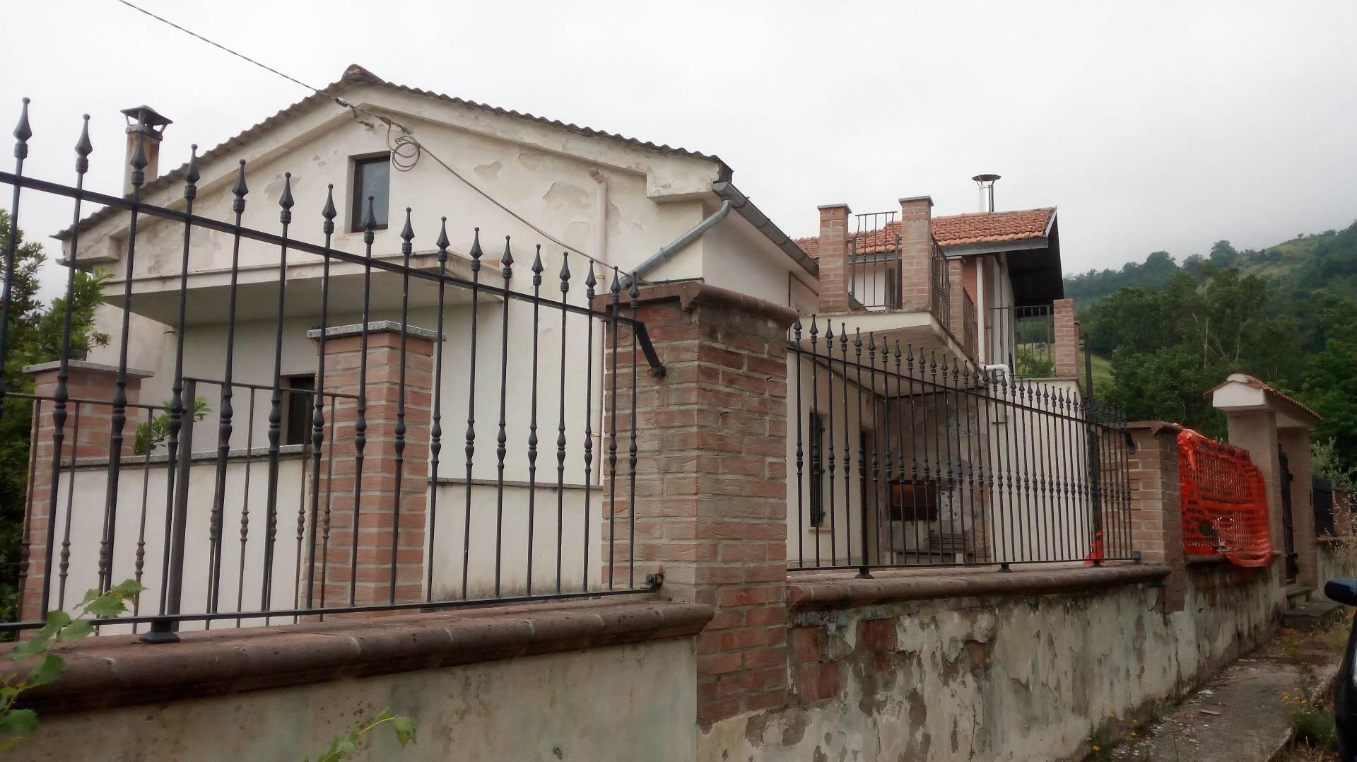 Villa Bifamiliare in Vendita a Civitella del Tronto