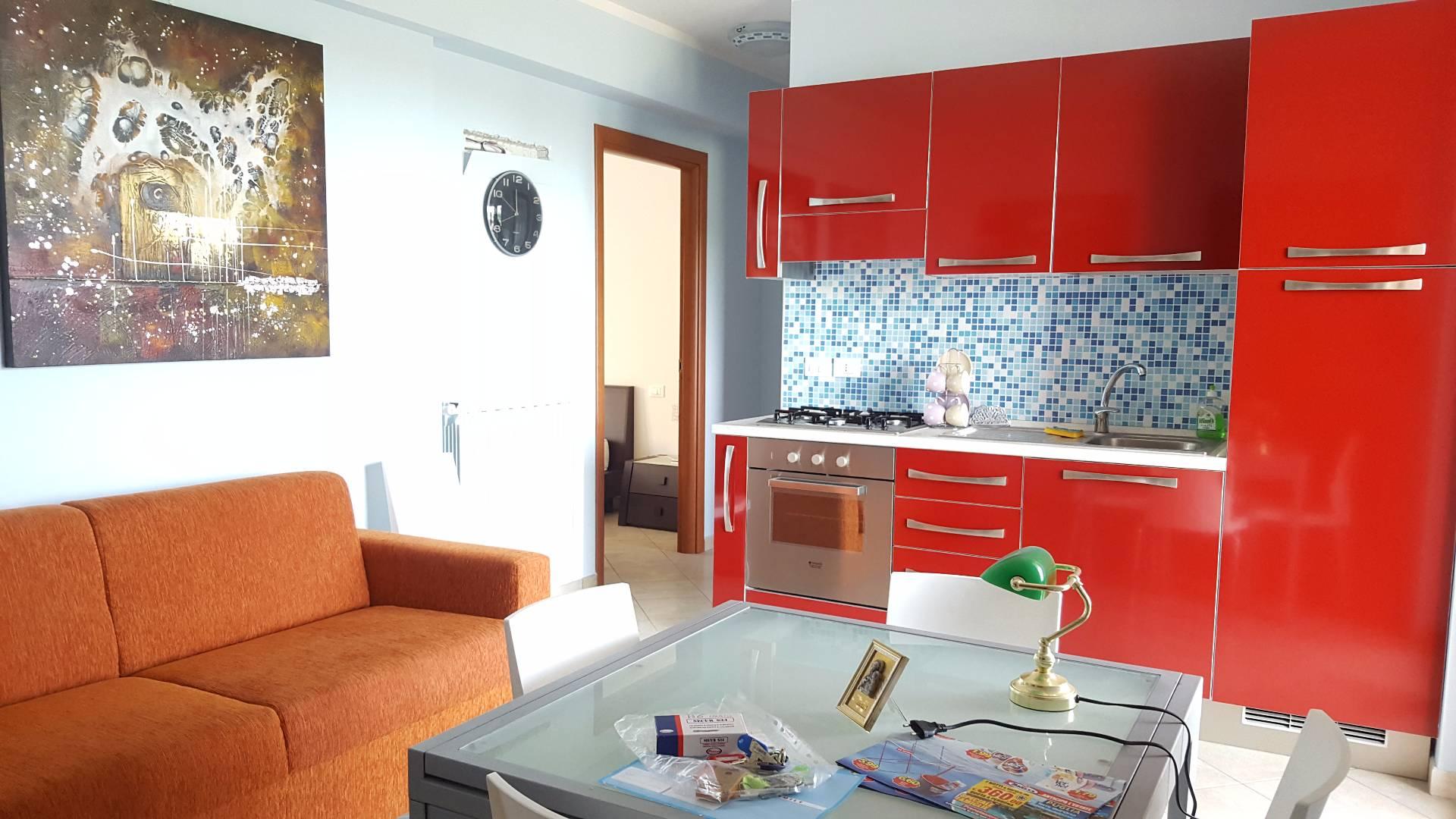 Appartamento in affitto a Tortoreto, 2 locali, zona Località: ZonaMare, prezzo € 350 | CambioCasa.it