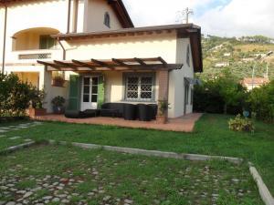 Casa Tri/Quadrifamiliare in Vendita a Seravezza