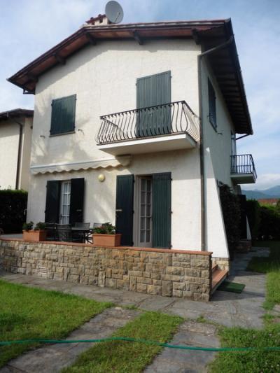 Villa Bifamiliare in Affitto stagionale<br>a Forte dei Marmi