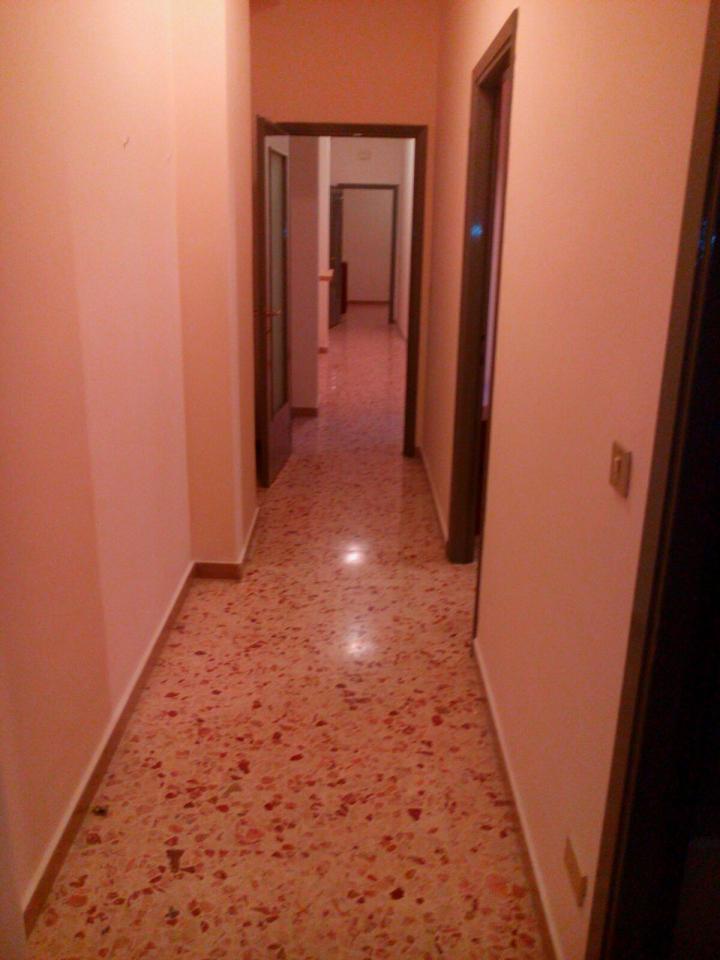 Appartamento in affitto a Catania, 6 locali, zona Località: C.soItalia-viaLeopardi, prezzo € 750 | Cambio Casa.it
